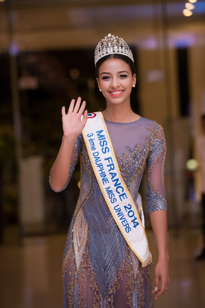 Kỳ Duyên mặc gợi cảm, tự tin đọ sắc cùng Hoa hậu Pháp - Ảnh 5.