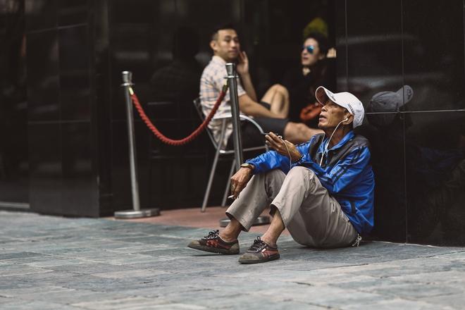 Sài Gòn trở lạnh bất ngờ: Những hình ảnh mưu sinh xúc động - Ảnh 5.