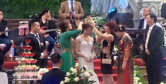 Đám cưới khủng tại Nam Định: Mẹ chồng tặng con dâu vương miện 100 cây vàng