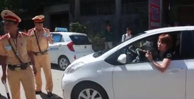 Nữ tài xế dọa quay clip CSGT tung lên mạng đã bị xử phạt