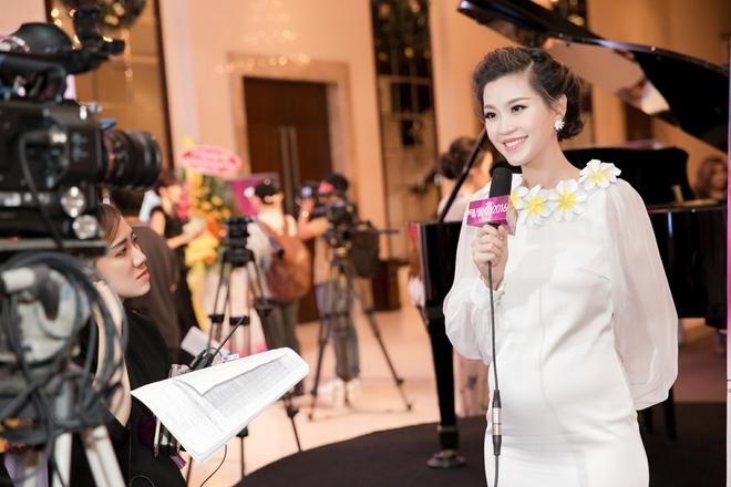 Kỳ Duyên mặc gợi cảm, tự tin đọ sắc cùng Hoa hậu Pháp - Ảnh 6.