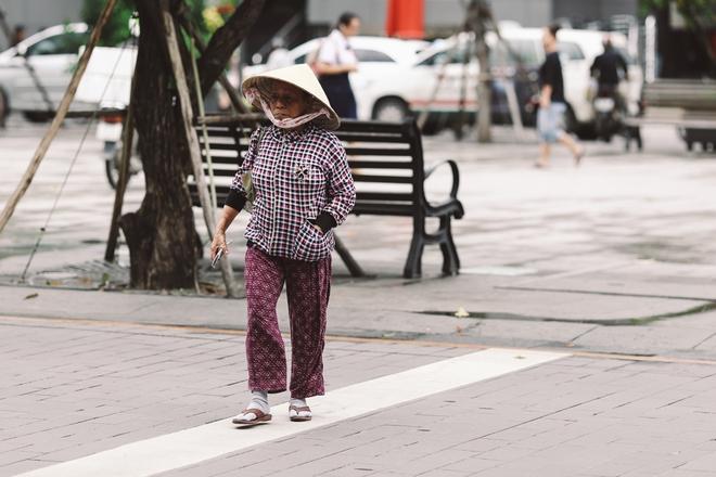 Sài Gòn trở lạnh bất ngờ: Những hình ảnh mưu sinh xúc động - Ảnh 9.