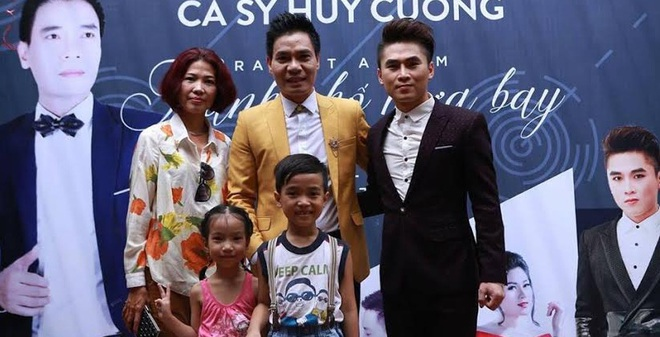Ca sĩ Việt 50 tuổi mới ra mắt album nhạc đầu tiên