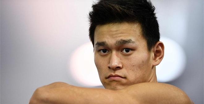 """""""Con cưng"""" Trung Quốc thất bại muối mặt sau khi diễn trò tại Olympic"""