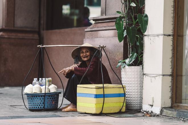 Sài Gòn trở lạnh bất ngờ: Những hình ảnh mưu sinh xúc động - Ảnh 10.
