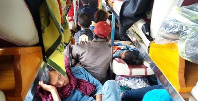 Kinh hoàng cảnh nhồi nhét xe khách từ Lào về tết