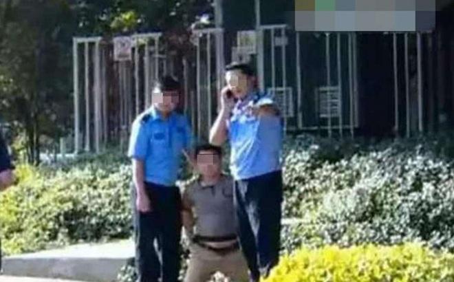 """TQ: Dân lành bị trói nghiến, bắt quỳ trên phố vì """"lỡ"""" chụp ảnh công an phạm luật"""