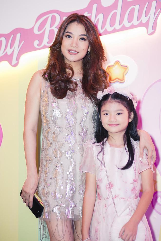 Trương Ngọc Ánh vui vẻ bên chồng cũ trong sinh nhật con gái - Ảnh 10.