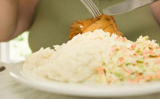 Ăn tối như thế này sẽ làm tăng trầm trọng nguy cơ đau tim