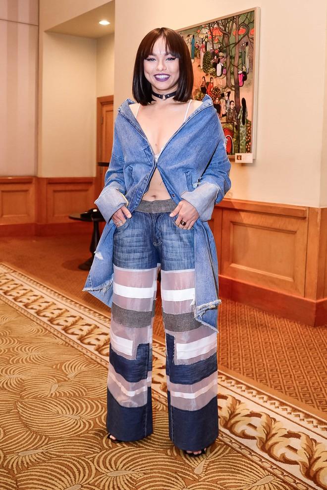 Đỏ mặt với kiểu ăn mặc của Mai Ngô - Ảnh 2.