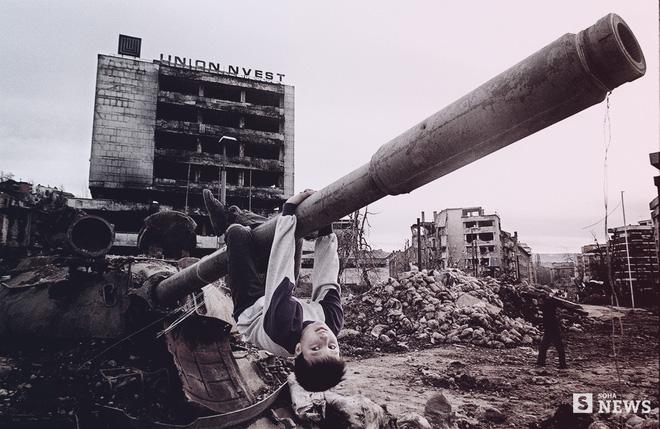 Vidic: Tuổi thơ bom đạn, kẻ giết người và đêm Moscow say khướt - Ảnh 4.