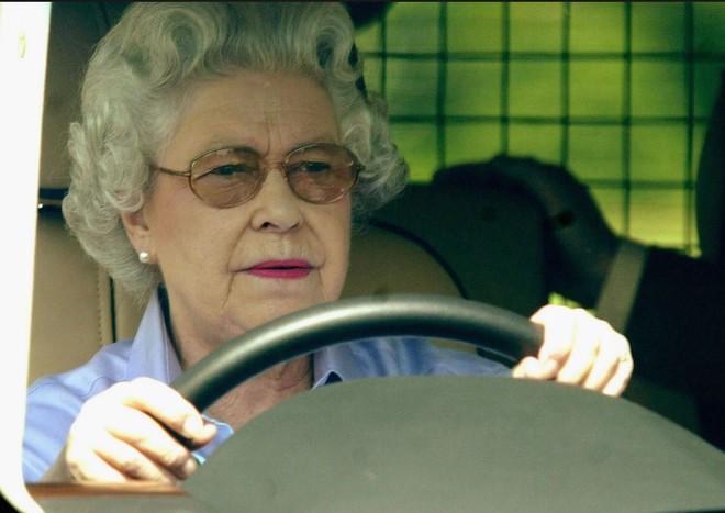 Nữ hoàng Anh - Người duy nhất không cần hộ chiếu - Ảnh 3.