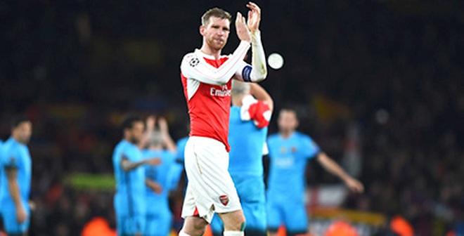 Wenger ở lại hay không, Arsenal vẫn phải cải tổ