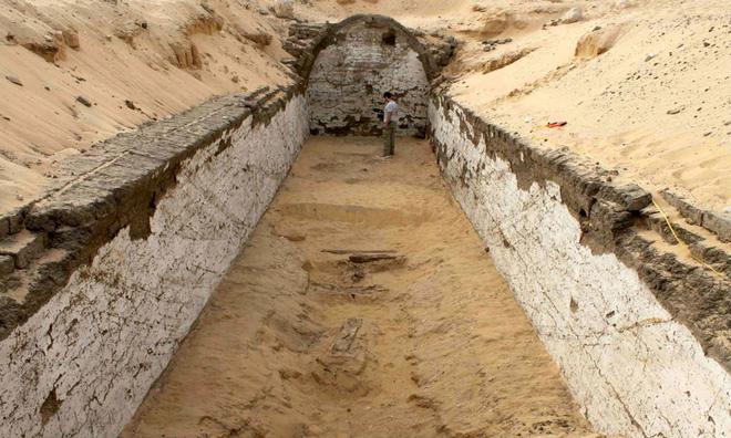Phát hiện những điều kỳ lạ trong hầm mộ của pharaoh quyền lực nhất Ai Cập - Ảnh 3.