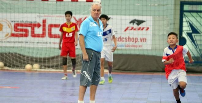 """Zego """"mài ngọc"""" cho futsal Việt"""
