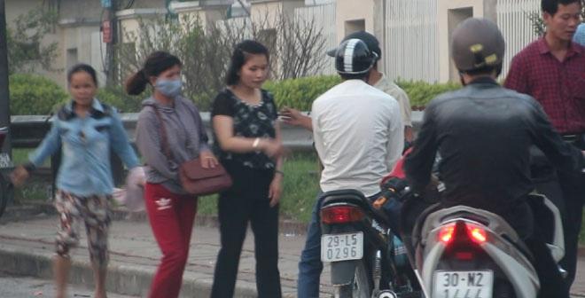 Móc túi lộng hành trước cổng Bệnh viện Bạch Mai