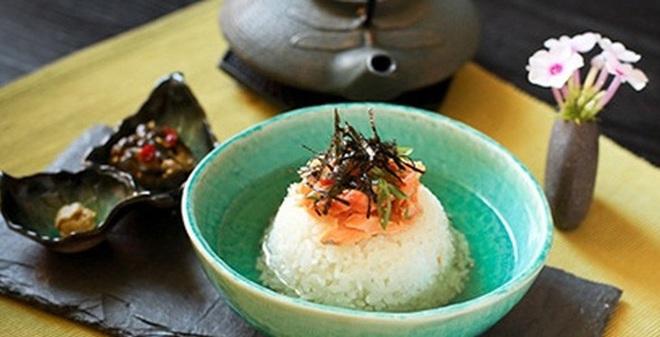 Ăn cơm chan canh nhanh nhanh rước bệnh