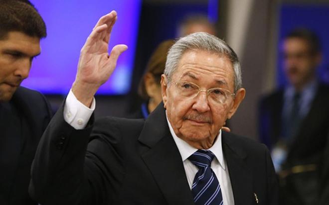 Chủ tịch Cuba Raul Castro lần đầu tiên thăm Pháp