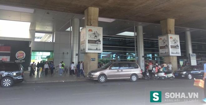 Du khách nước ngoài rơi từ tầng 3 cảng quốc tế Tân Sơn Nhất