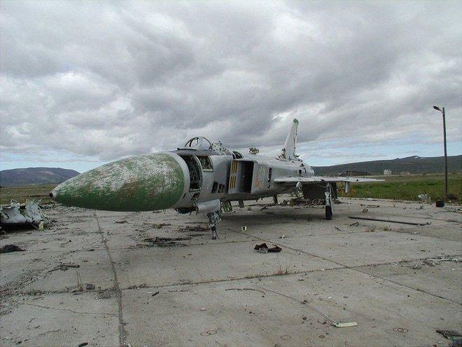 Một vòng quanh di tích sân bay ma Ugolny tại Nga - Ảnh 2.