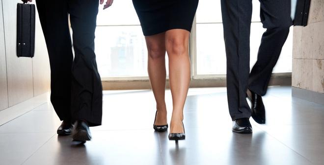 Hướng dẫn bạn cách đi bộ 10.000 bước/ngày mặc công việc bận rộn