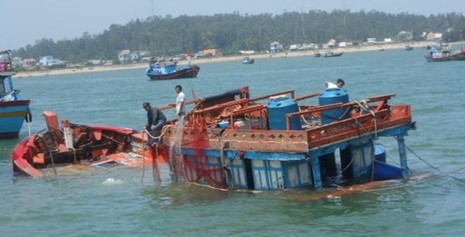 Nửa tháng, 2 tàu cá bị tàu Trung Quốc đâm trên biển