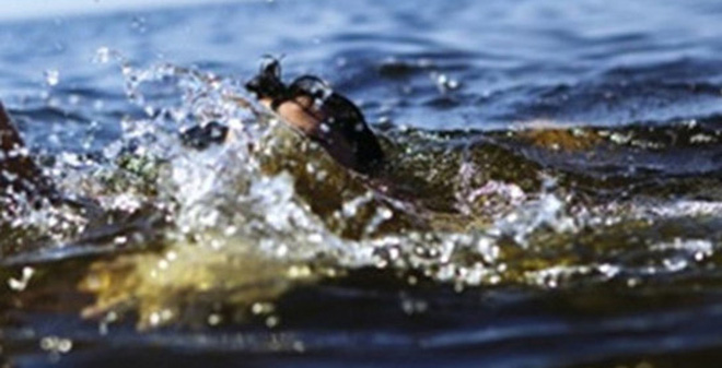 Nước cuốn trôi 1 cháu bé, người dân đập phá nhà máy thủy điện