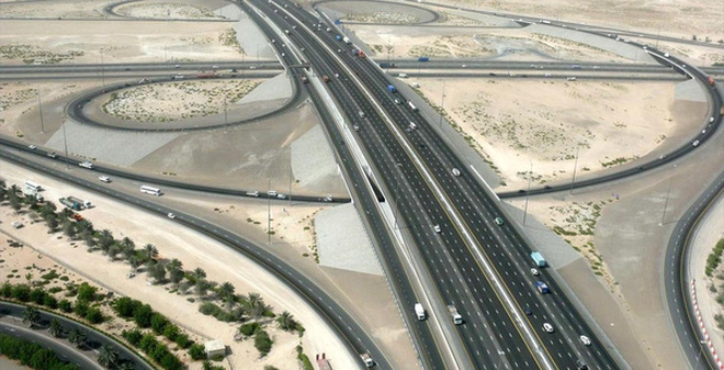 Đường 12 làn của Dubai mất 4 triệu USD/km, dùng 50 năm còn đường Việt Nam mất 20 triệu USD/km, dùng 2 năm