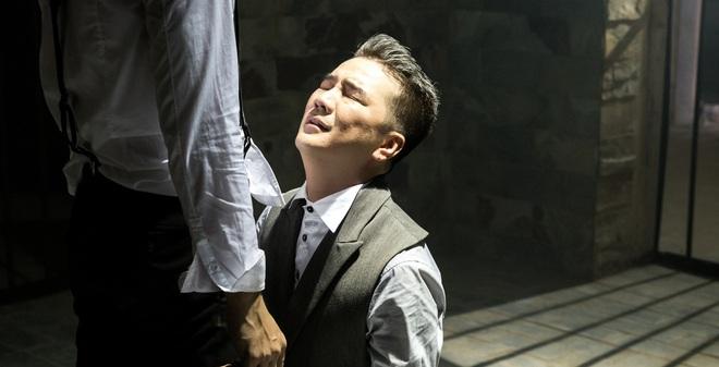 Mr Đàm đau khổ, quỳ khóc dưới chân Nhan Phúc Vinh
