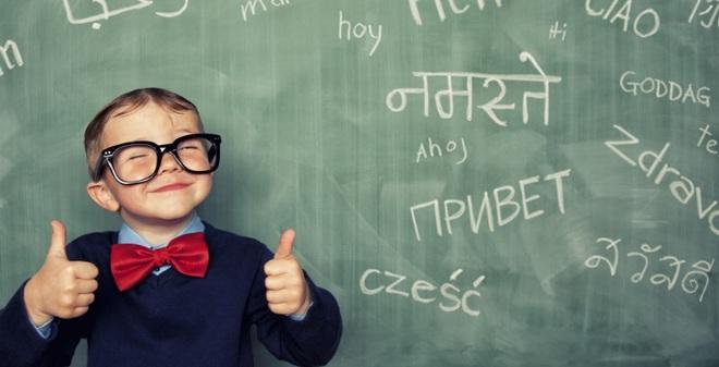 Trẻ con và người lớn, ai học ngoại ngữ nhanh hơn?