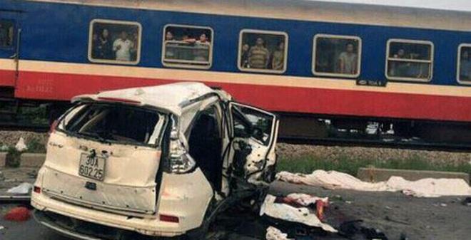 Lái tàu đâm vào xe ô tô khiến 7 người thương vong nói gì?