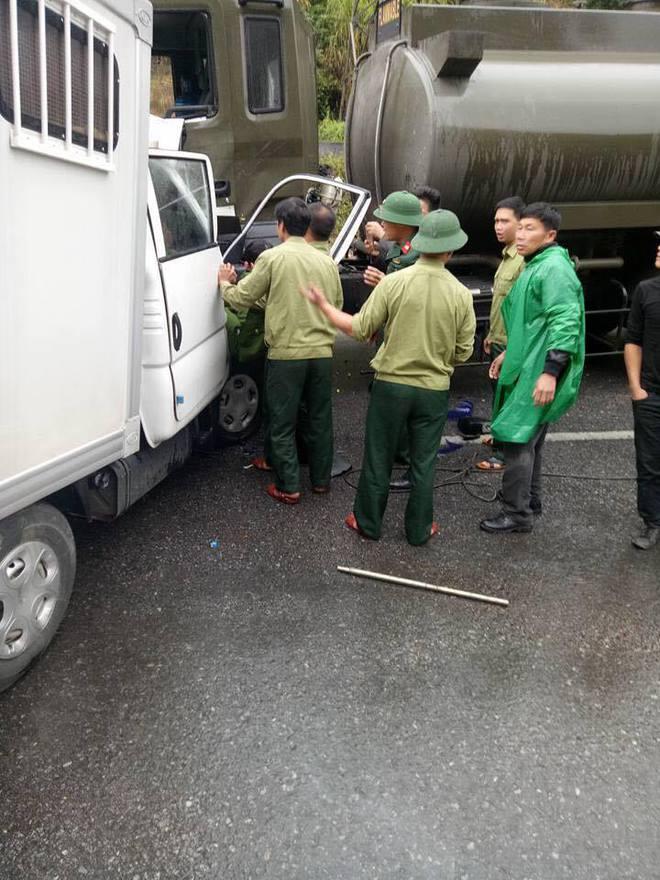 Xe chuyên dụng của công an đâm xe quân đội, 5 chiến sỹ bị thương, 1 nghi phạm tử vong - Ảnh 1.