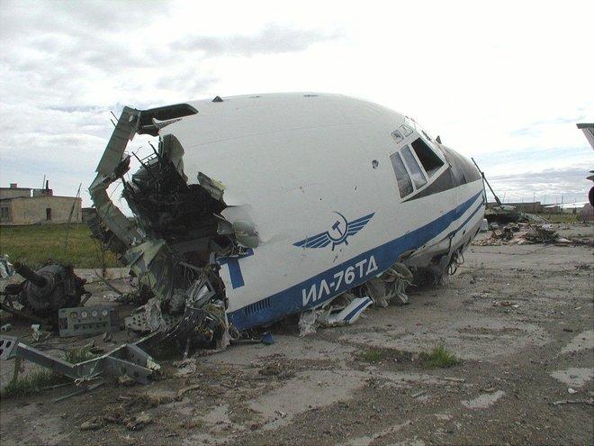 Một vòng quanh di tích sân bay ma Ugolny tại Nga - Ảnh 4.