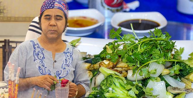 """Cận cảnh tiệc giỗ Tổ của """"nghệ sĩ nghèo"""" trong showbiz Việt"""