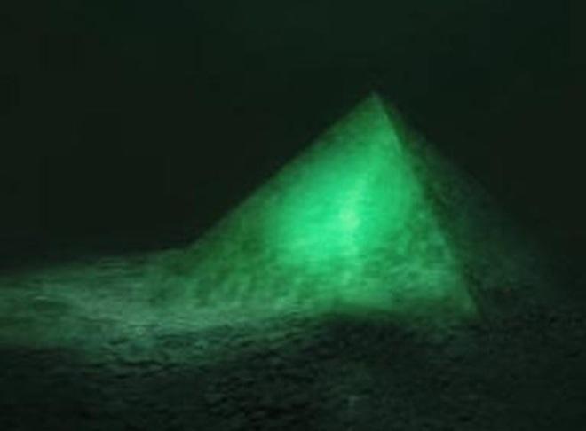 """Phát hiện chấn động: Tìm thấy 4 kim tự tháp khổng lồ dưới đáy biển """"tam giác quỷ"""" Bermuda"""