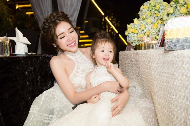 Cận cảnh tiệc sinh nhật xa xỉ của con gái Elly Trần - Ảnh 1.