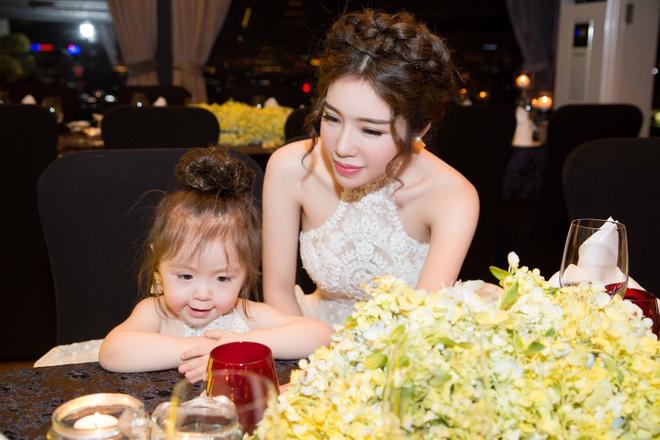 Cận cảnh tiệc sinh nhật xa xỉ của con gái Elly Trần - Ảnh 9.