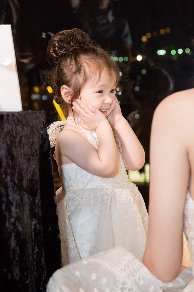 Cận cảnh tiệc sinh nhật xa xỉ của con gái Elly Trần - Ảnh 2.