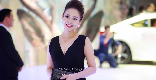 Nhan sắc xinh đẹp của MC Thùy Linh thu hút sự chú ý tại sự kiện