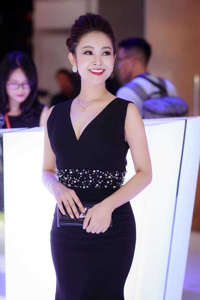 Nhan sắc xinh đẹp của MC Thùy Linh thu hút sự chú ý tại sự kiện - Ảnh 1.
