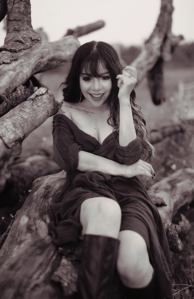 Minh Chuyên tung album mới sau khi lên chức bà chủ - Ảnh 3.