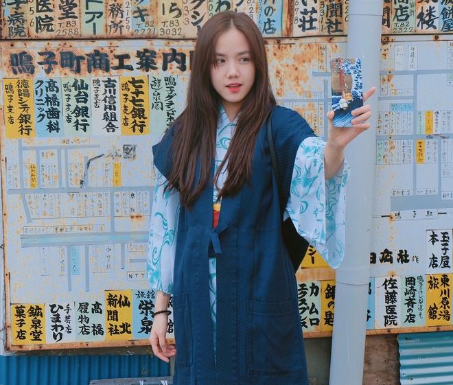 Em gái Phương Linh cá tính với áo dài cách điệu - Ảnh 9.