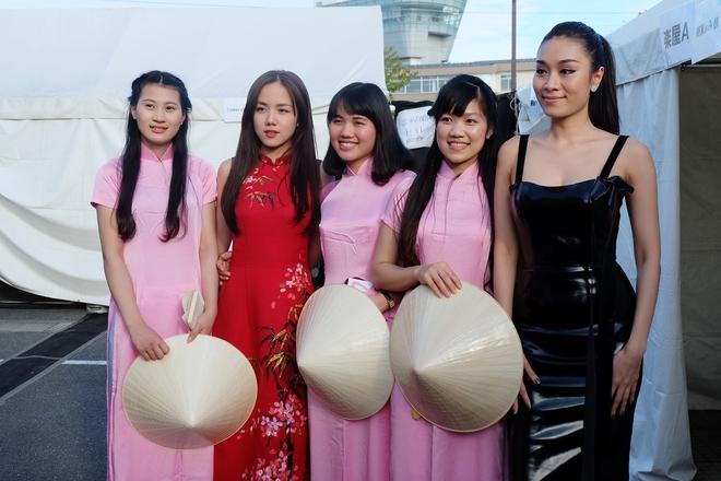 Em gái Phương Linh cá tính với áo dài cách điệu - Ảnh 5.