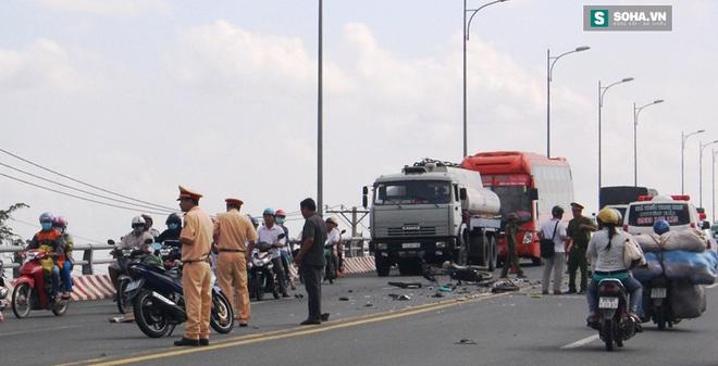 Va chạm với xe cứu thương ngã xuống đường, bị xe buýt cán tử vong