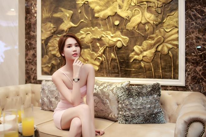 Ngọc Trinh ngồi siêu xe, mặc gợi cảm khi xuất hiện tại Bắc Ninh - Ảnh 10.
