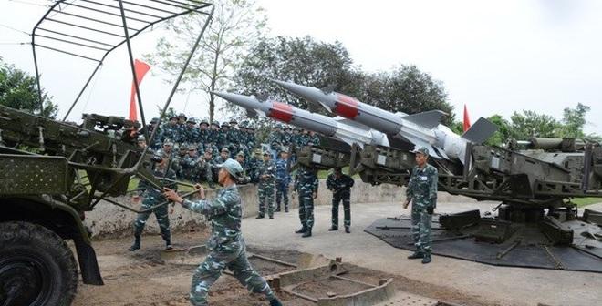 Bộ đội tên lửa Pechora-2TM Trung đoàn 284 đua tài trên miền quan họ