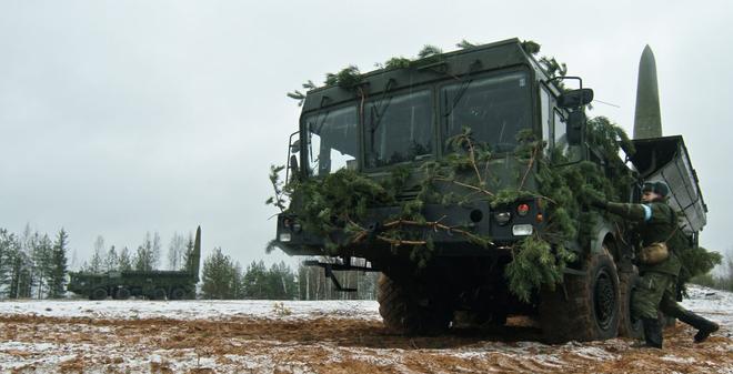 """TQ im lặng khó hiểu, mặc Nga """"rải"""" vũ khí chiến lược ở biên giới"""