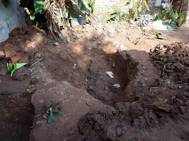 Bị bắt về tội hiếp dâm, đối tượng khai nơi chôn thi thể 2 bé gái trong vườn nhà - Ảnh 1.