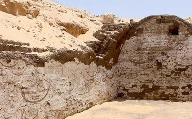 Phát hiện ký tự lạ niên đại 3800 năm gần hầm mộ pharaoh ở Ai Cập