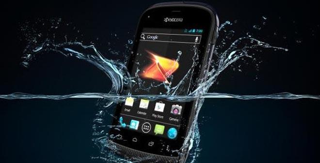 Những thủ thuật cấp cứu điện thoại bị dính nước